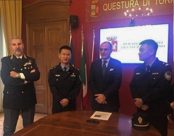 Poliziotti cinesi Torino