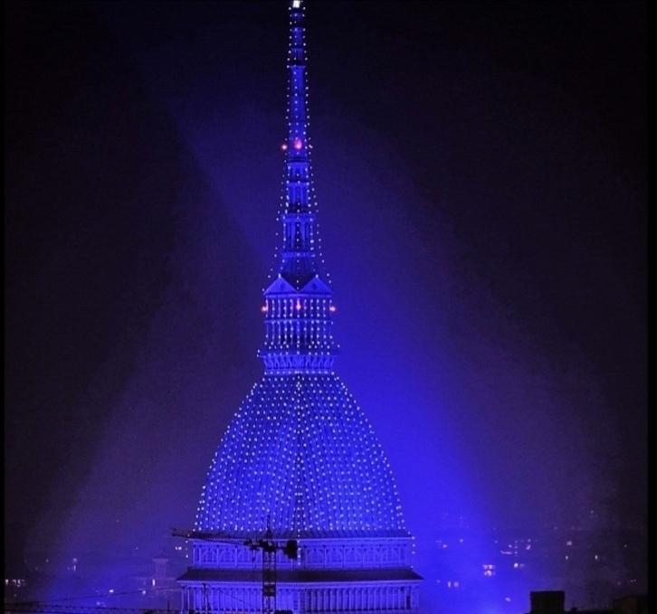 Photo of La Mole Antonelliana illuminata per le feste: il simbolo della città si veste di blu