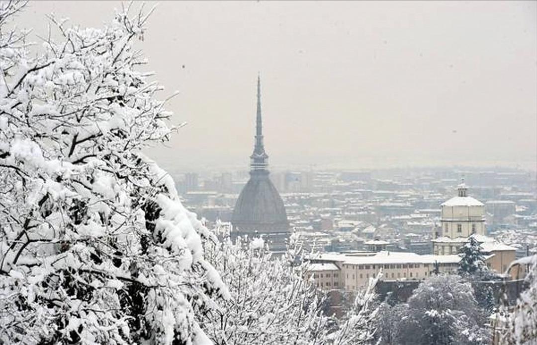 Photo of Meteo, è arrivata la neve a Torino: primi fiocchi in città