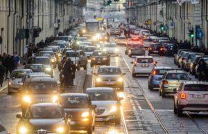 Riduzione dei limiti di velocità a Torino in autostrada, tangenziale e città: la proposta dei ragazzi dei Fridays for Future