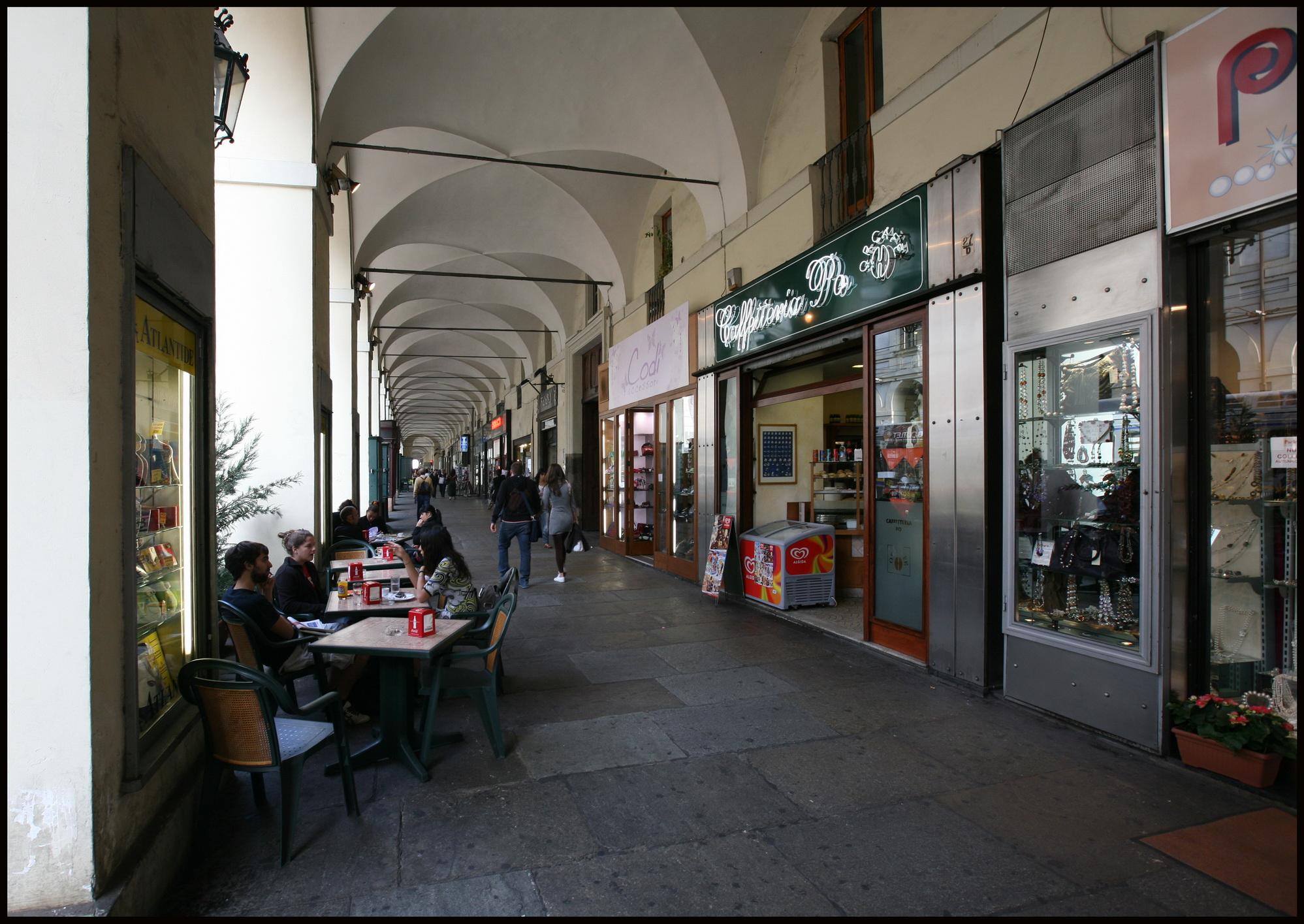 Al via la pulizia dei portici di via Po: si inizia dall'angolo con piazza Vittorio