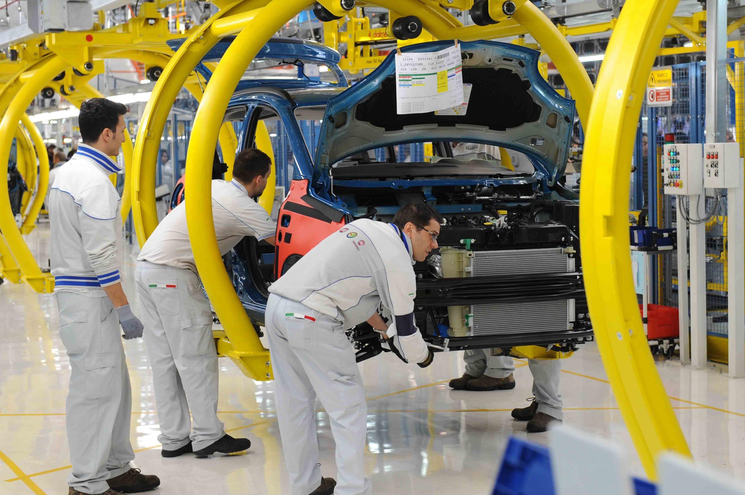 Photo of La produzione di Fiat Mirafiori al minimo storico: lo stabilimento produce poco più di 11mila vetture