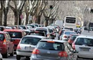 Blocco del traffico a Torino, ancora fermi i diesel euro 4: da domani rischio stop per euro 5