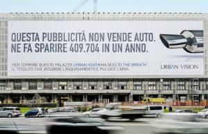 Arrivano a Torino i primi pannelli pubblicitari che assorbono lo smog