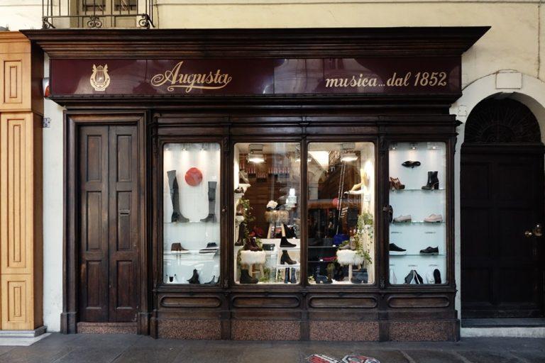 vetrina negozio via Po Torino