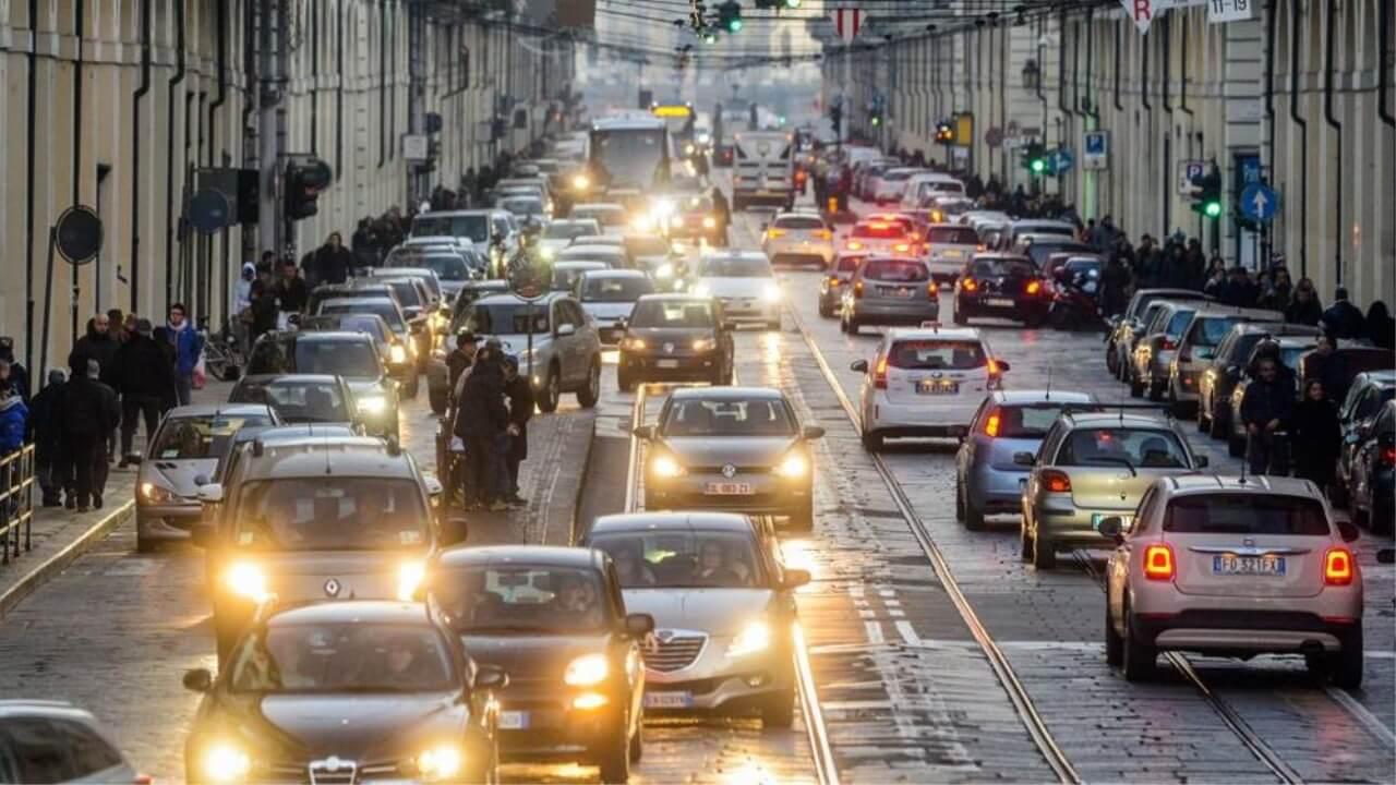 Photo of Blocco del traffico, da domani gli euro 5 fermi dalle 7 alle 20