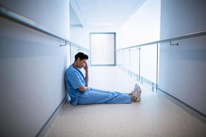 Photo of In Piemonte infermieri in burn out, il troppo carico di lavoro fa abbandonare la divisa