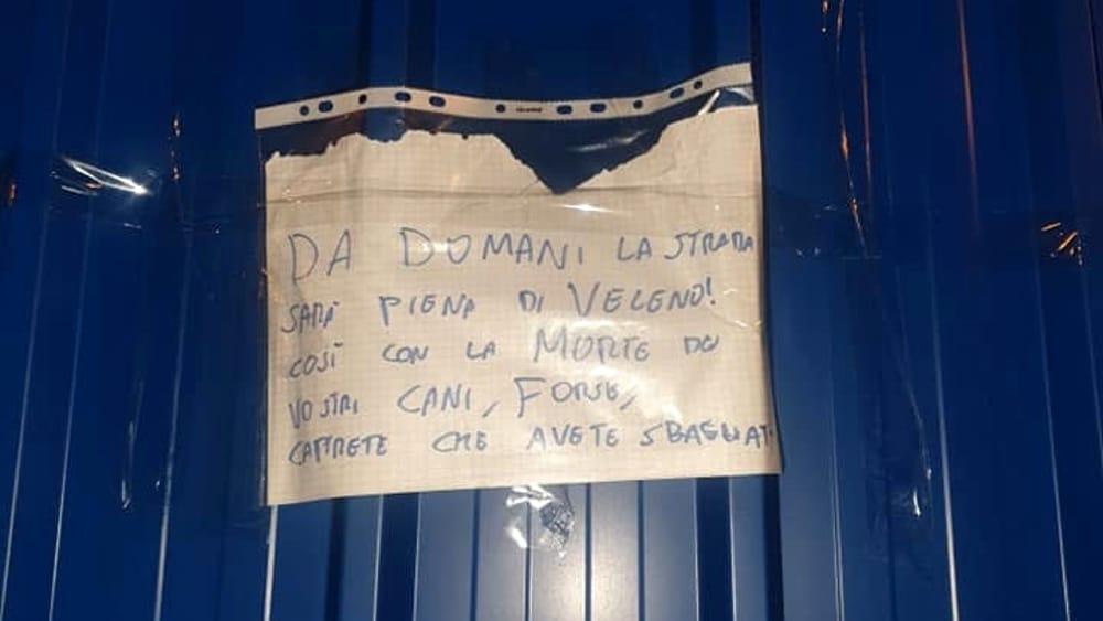 Photo of Torino, un intero quartiere tappezzato di minacce di morte contro i cani, in allerta i residenti