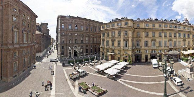 Piazza Carignano palazzo primo parlamento italiano