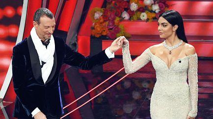 Amadeus e Georgina Rodriguez sul palco dell'Ariston per Sanremo 2020