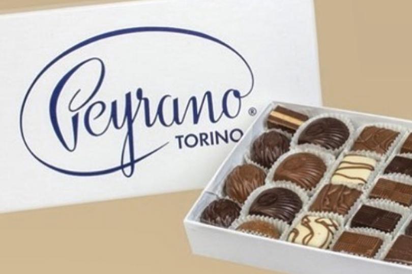 Scatoal di cioccolatini con coperchio con scritta logo Peyrano colore blu