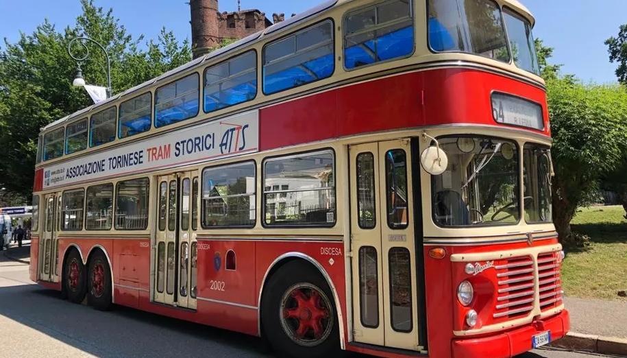 Autobus a due piani esposto al parco del Valentino