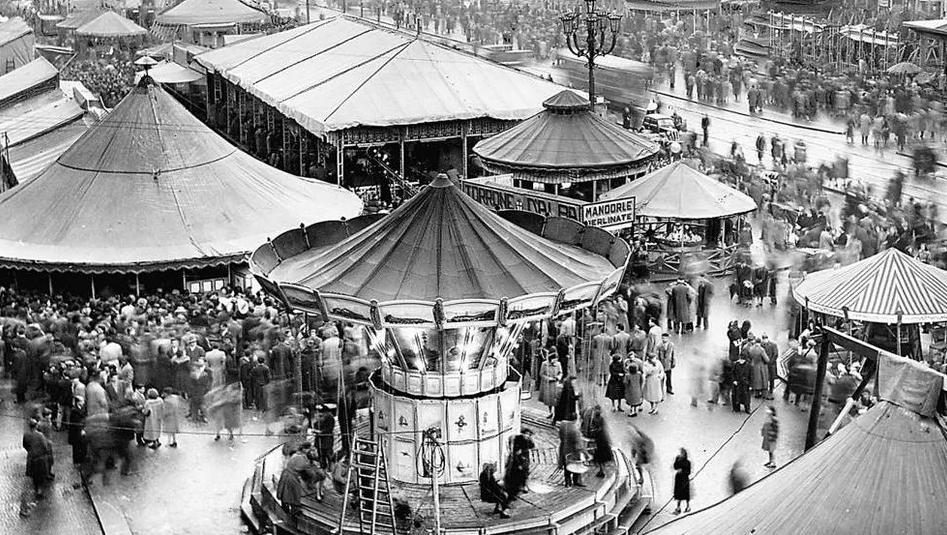 Photo of La storia del Carnevale a Torino: quando le giostre coloravano piazza Vittorio