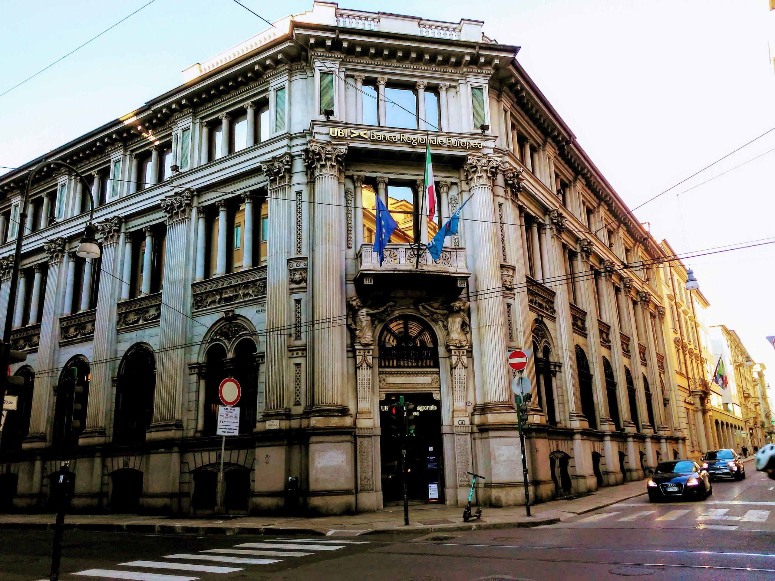 Facciata esterna palazzo delle Banche
