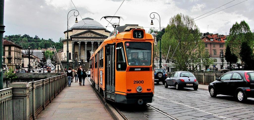 Photo of Rivoluzione Gtt, mezzi più veloci del 20%, i tram 9 e 13 guadagnano due minuti