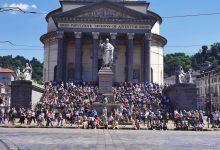Photo of Torino, in migliaia in piazza Vittorio ad aspettare le Frecce Tricolori, e le distanze?