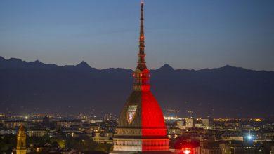 Photo of La Mole Antonelliana si illumina di granata per omaggiare il Grande Torino