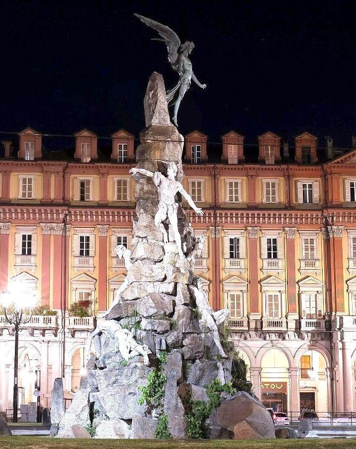 statua del frejus piazza statuto torino