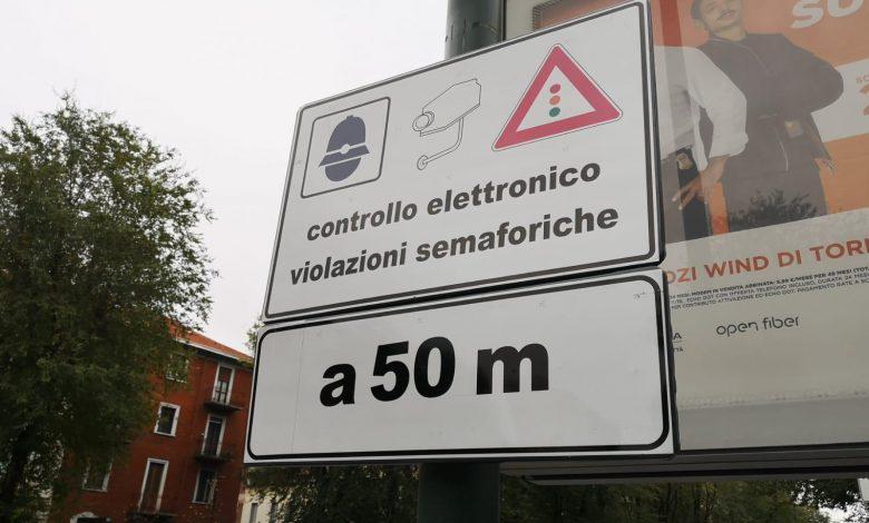 cartello controllo elettronico violazioni semaforiche