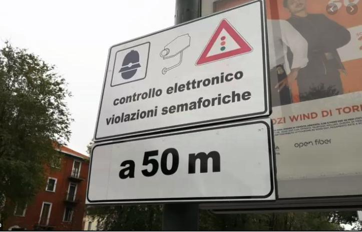 cartello avviso controllo vigili