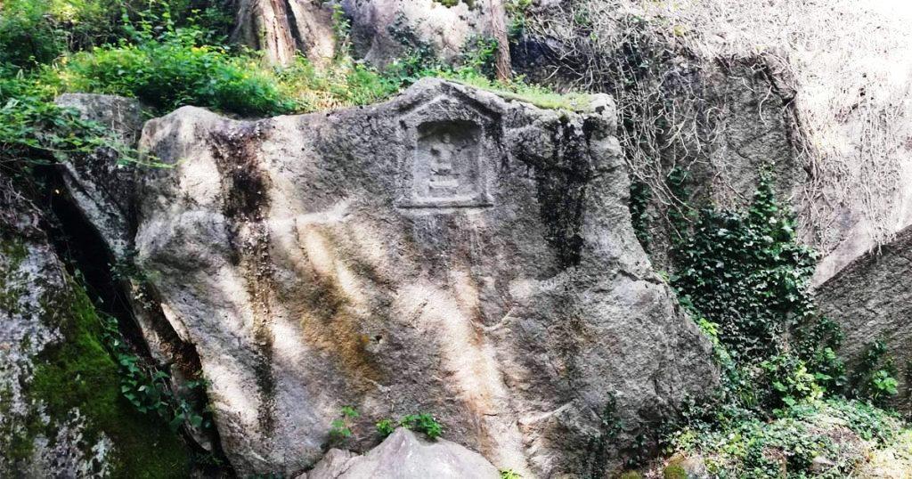 inscrizione sulla roccia