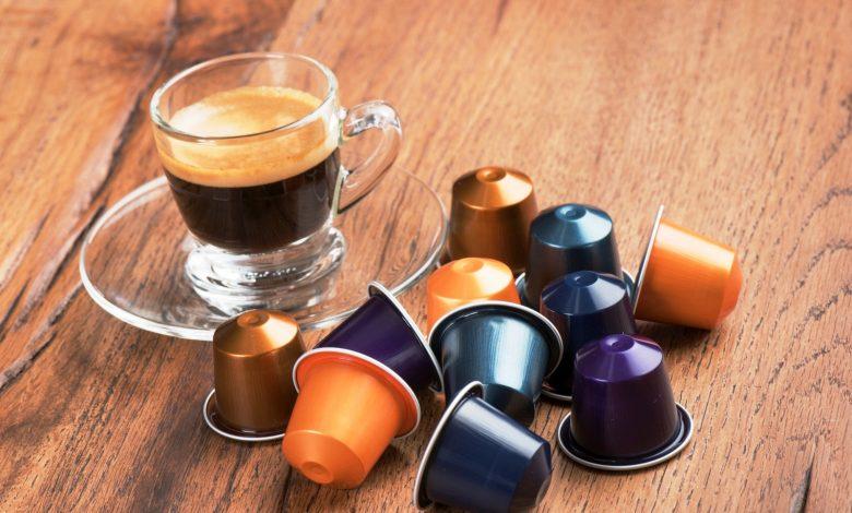 capsule caffè e tazzina caffè