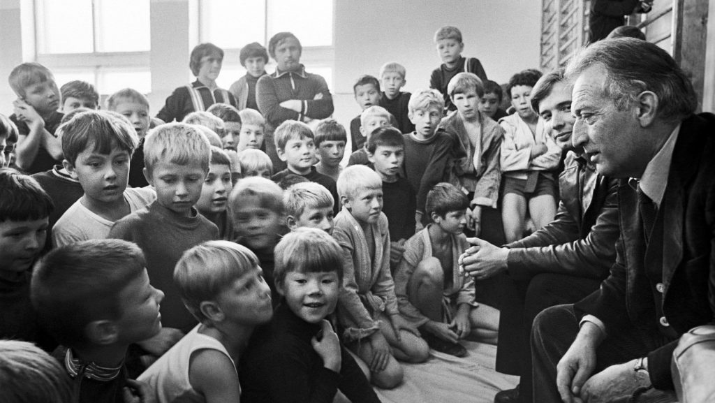 Gianni Rodari con bambini