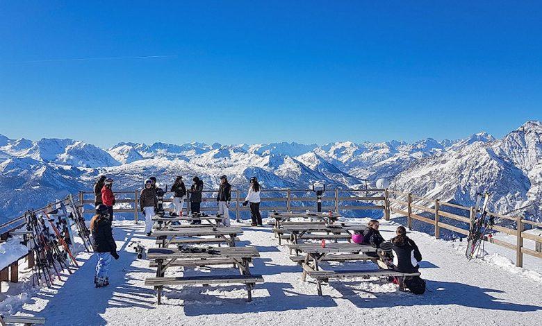 sciatori in montagna