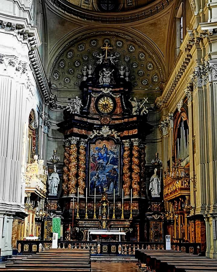 Altare interno della Chiesa di San Filippo Neri a Torino