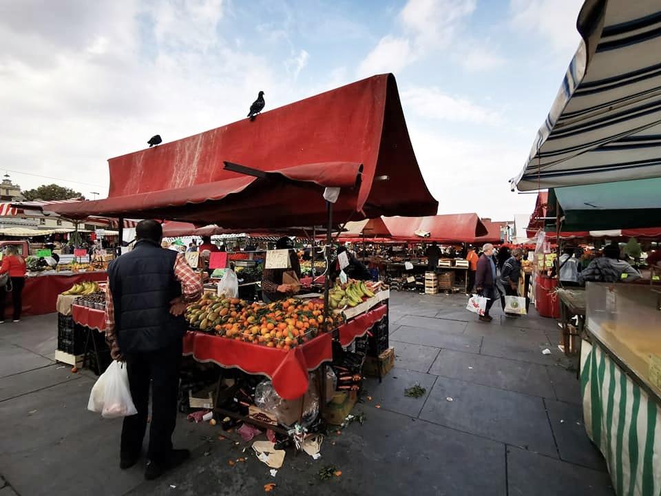 banco frutta e verdura mercato Torino