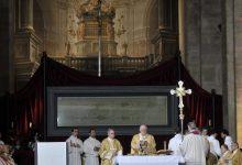 Photo of Pasqua, Ostensione televisiva e social per la Sacra Sindone