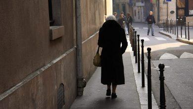 Photo of Anziana trova 400 euro per strada a Torino e restituisce ai Vigili